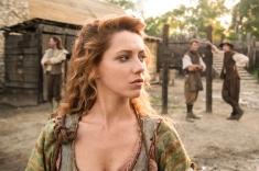 Jamestown Series 1 Episode 1 Sky1 Niamh Walsh as Verity Verity arrives in Jamestown © Carnival Film & Television Limited 2017 Credit: Katalin Vermes